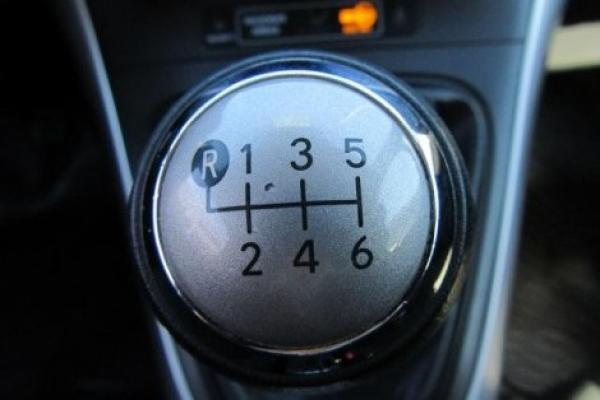 Toyota Auris LEI 1.6 año 2012