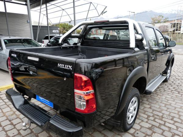 Toyota Hilux 2.5 4X2 SR año 2013