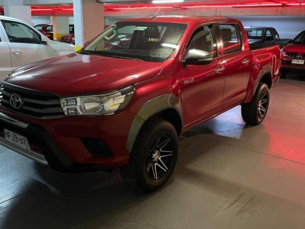 Toyota Hilux SR 2.4 4X2 año 2016