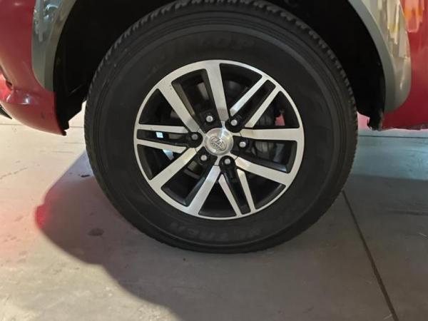 Toyota Hilux 2.4 SR 4X2 año 2016