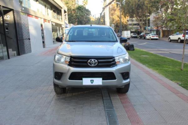 Toyota Hilux 2.4 MT 4X2 DX año 2017