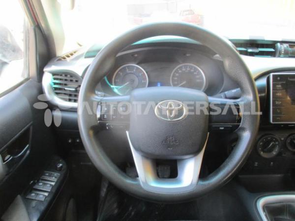 Toyota Hilux SR año 2017