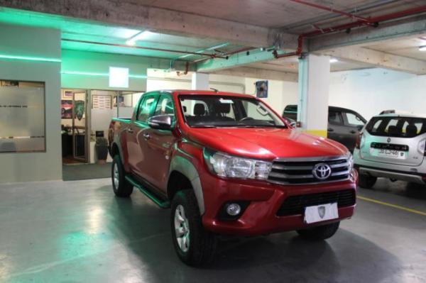 Toyota Hilux 2.4 MT 4X4 SR D/C año 2017