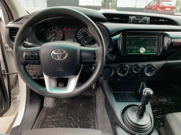 Toyota Hilux DX 2.4 4X2 año 2018