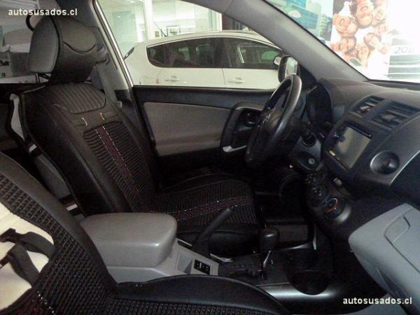 Toyota Rav 4 4X2 año 2011