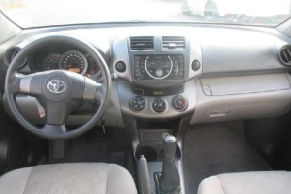 Toyota Rav 4 . X2 año 2012