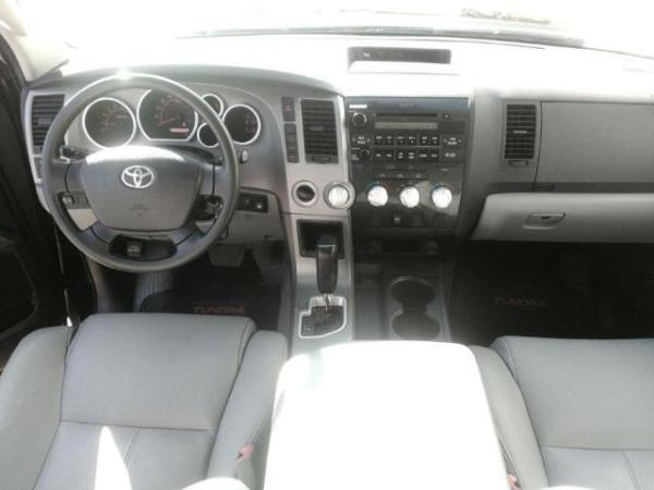 Toyota Tundra SR5 4X4 5.7 año 2011