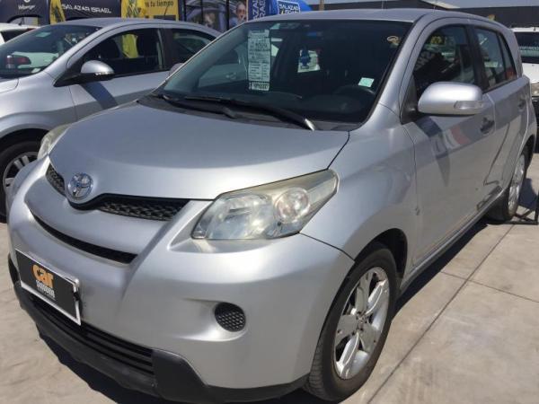 Toyota Urban 1.3 MT AC año 2011