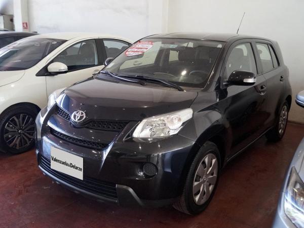 Toyota Urban MT año 2012