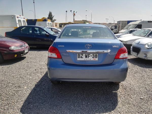 Toyota Yaris GLI 1.5 año 2009