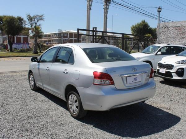 Toyota Yaris XLI 1.5 año 2012