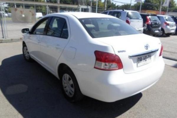 Toyota Yaris GLI 1.5 año 2012