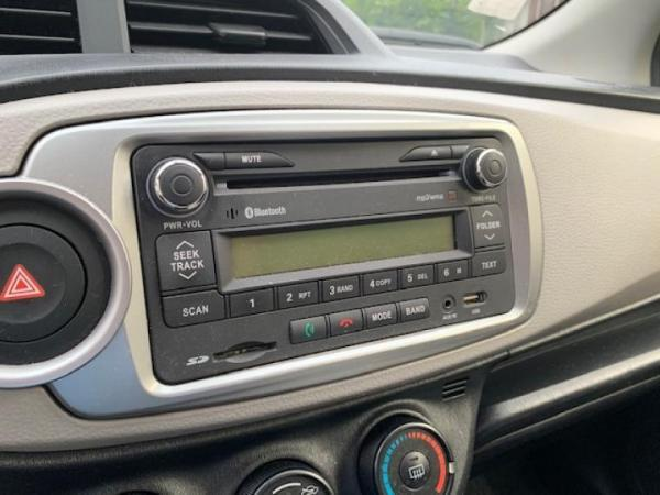 Toyota Yaris 1.3 GLI AT año 2013