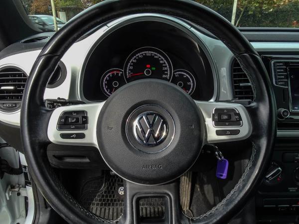 Volkswagen Beetle DESIGNE DSG año 2016