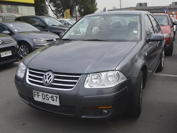 Volkswagen Bora BORA TRENDLINE SKY 2.0 año 2013