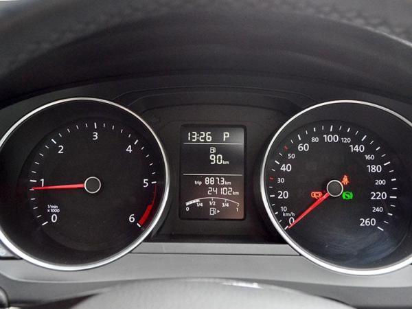 Volkswagen Bora HIGHLINE 2.0 TDI AT año 2017