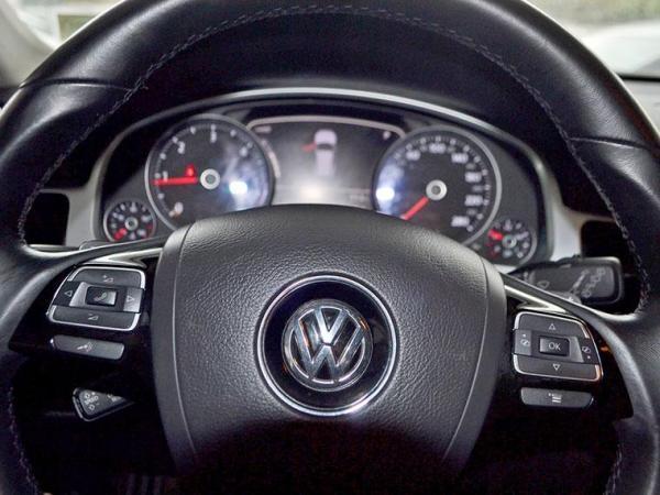 Volkswagen Touareg 3.0 TDI V6 año 2011