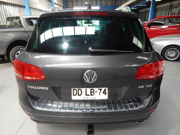 Volkswagen Touareg TDI 4WD 3.0 año 2011