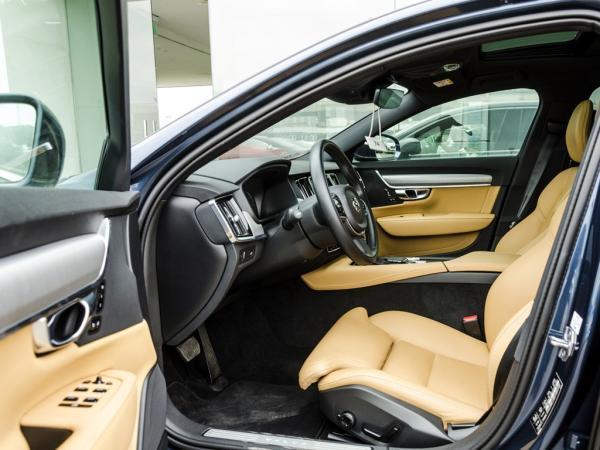 Volvo S90 D5 AWD año 2019