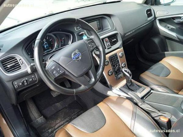 Volvo V40 CROSS COUNTRY T4 AWD LIMI año 2015