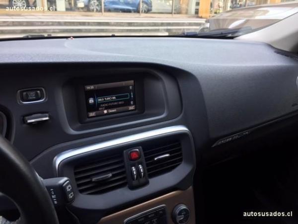 Volvo V40 V40 CC T4 año 2015