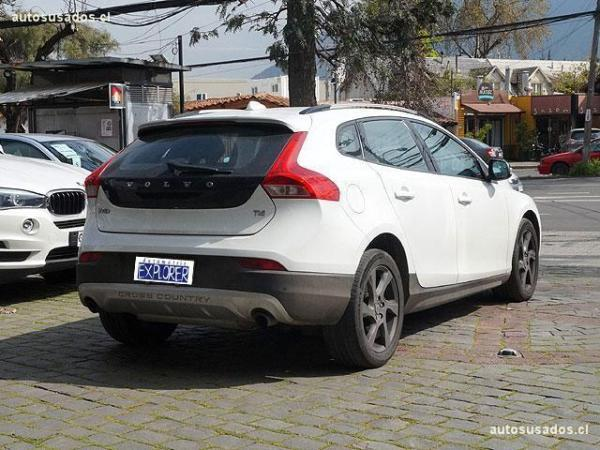 Volvo V40 T4 CROSS COUNTRY año 2015