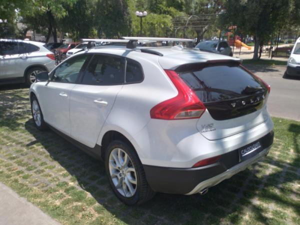 Volvo V40 D2 2.0 AT MOMENTUM año 2019