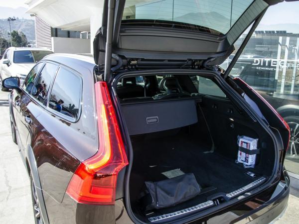 Volvo V90 D5 MOMENTUM año 2019
