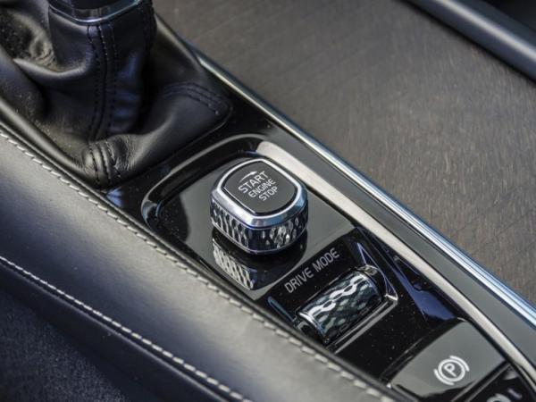 Volvo V90 D5 CROSS COUNTRY AWD año 2019