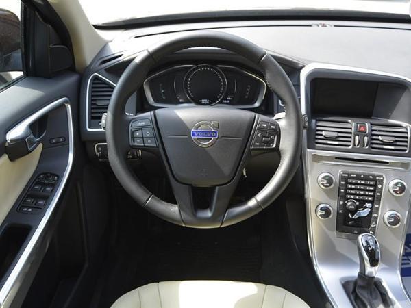 Volvo XC60 Xc60 T5 Awd 2.0 año 2017